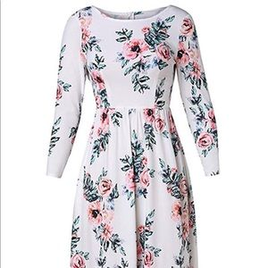 New White floral maxi dress w/ pockets!!